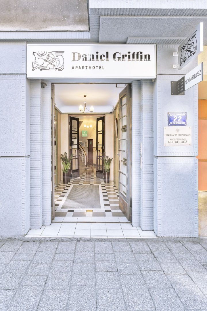 Daniel Griffin Aparthotel