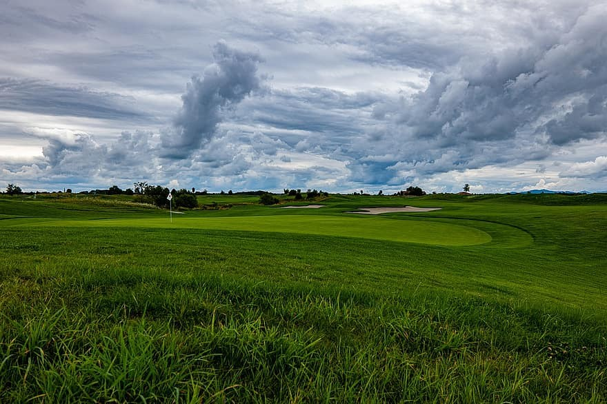Golf courses and golf playing in Poland