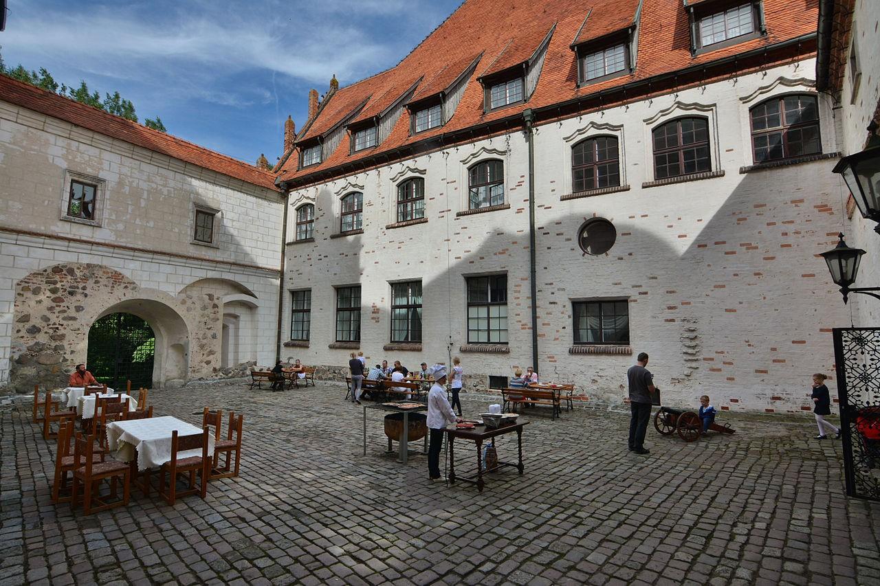 Pęzino Castle
