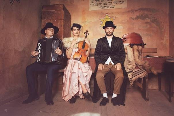 Themed dining: enjoy your meal with live performance of Klezmer tunes