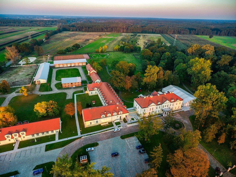 Sobienie Królewskie Hotel - Sobienie Jeziory