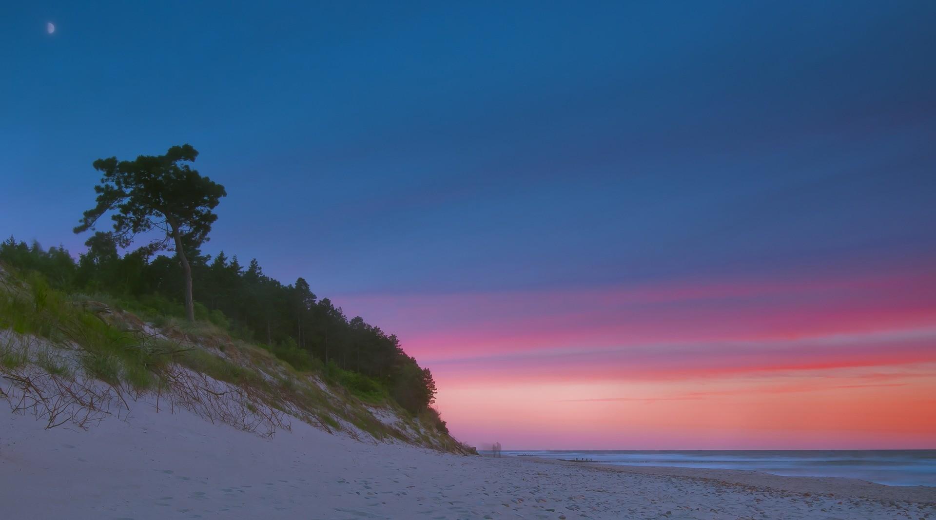 Seaside Holidays in Tri-city Area (1 week sightseeing + 1 week relax)